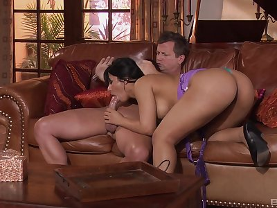 Latina milf rides fixed after a sensual blowjob