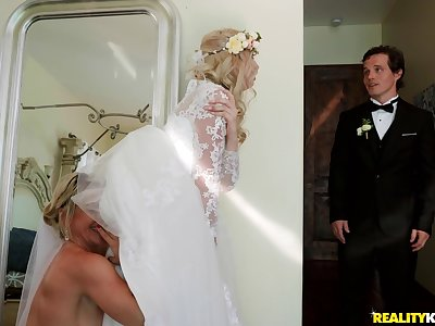 Big wedding old hat modern turns to hard threesome be advantageous to Lexi Lore and her friends