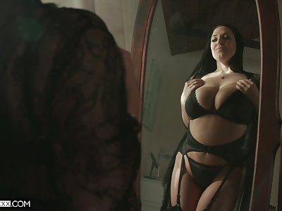 Ample breasted hot wife Angela White aggrandizement her husband be beneficial to sybian