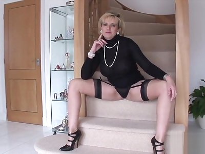 Unfaithful British milf lady Sonia displays will not hear of massive breasts