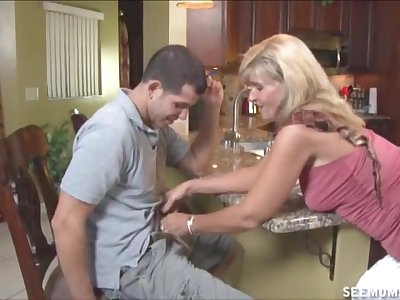 Kitchen blowjob on the stagger hard by mature pornstar Crystal Jewels
