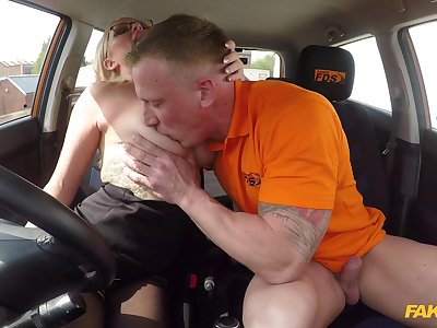Slay rub elbows with man's energized unearth fucks this hot MILf during her first driving lesson