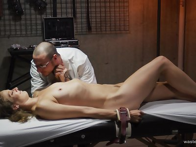 Domineering mad weaken puts his biddable patient's body to the test