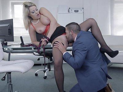 Chesty follower groupie Sienna Girlfriend gets her needs met in the office
