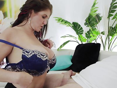 Super sexy mature nexdoor gives a blowjob added to boobjob
