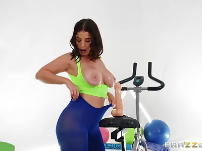 Stacked LaSirena69 gets pest fucked at the gym by hung unconscionable boy