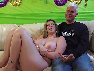 Hot ass grown-up wife Sara Jay sucks a dick with an increment of gets fingered