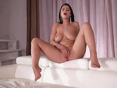 Kira Queen A Steamy Babes Lusty Moment